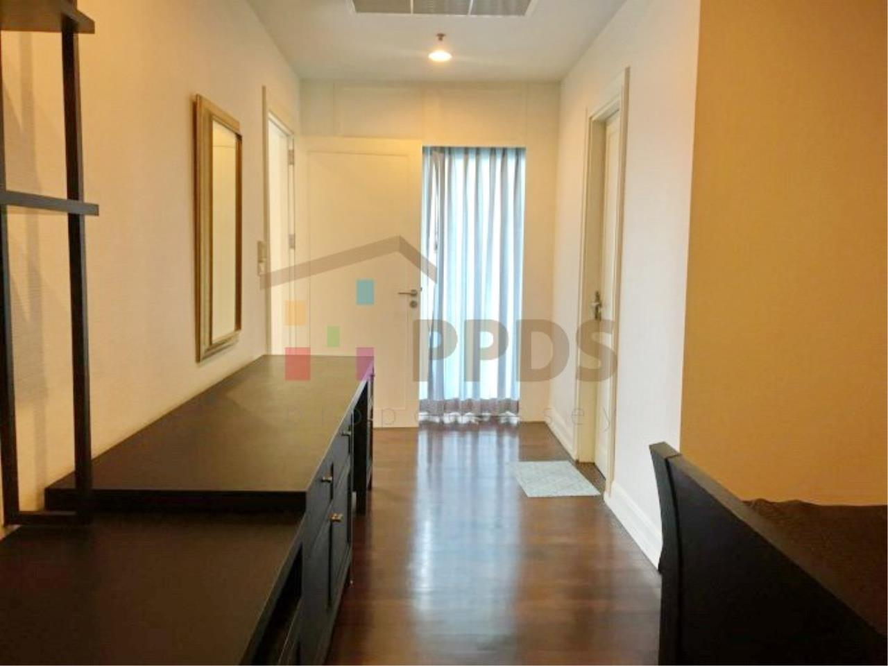 Propodyssey Agency's 1 bedroom for rent in Sukhumvit 55, Big living area. 4