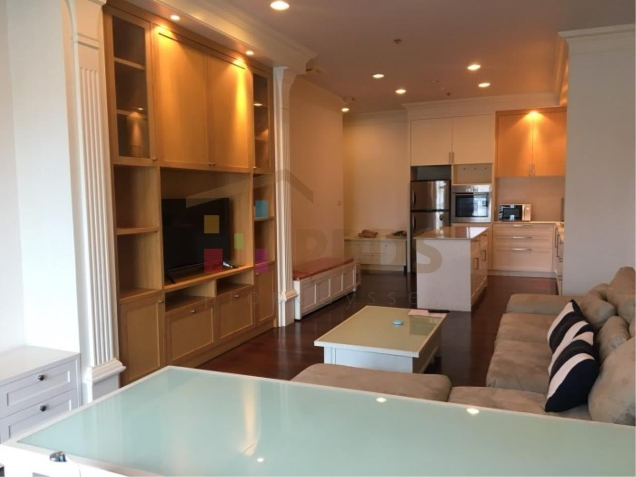 Propodyssey Agency's 1 bedroom for rent in Sukhumvit 55, Big living area. 1