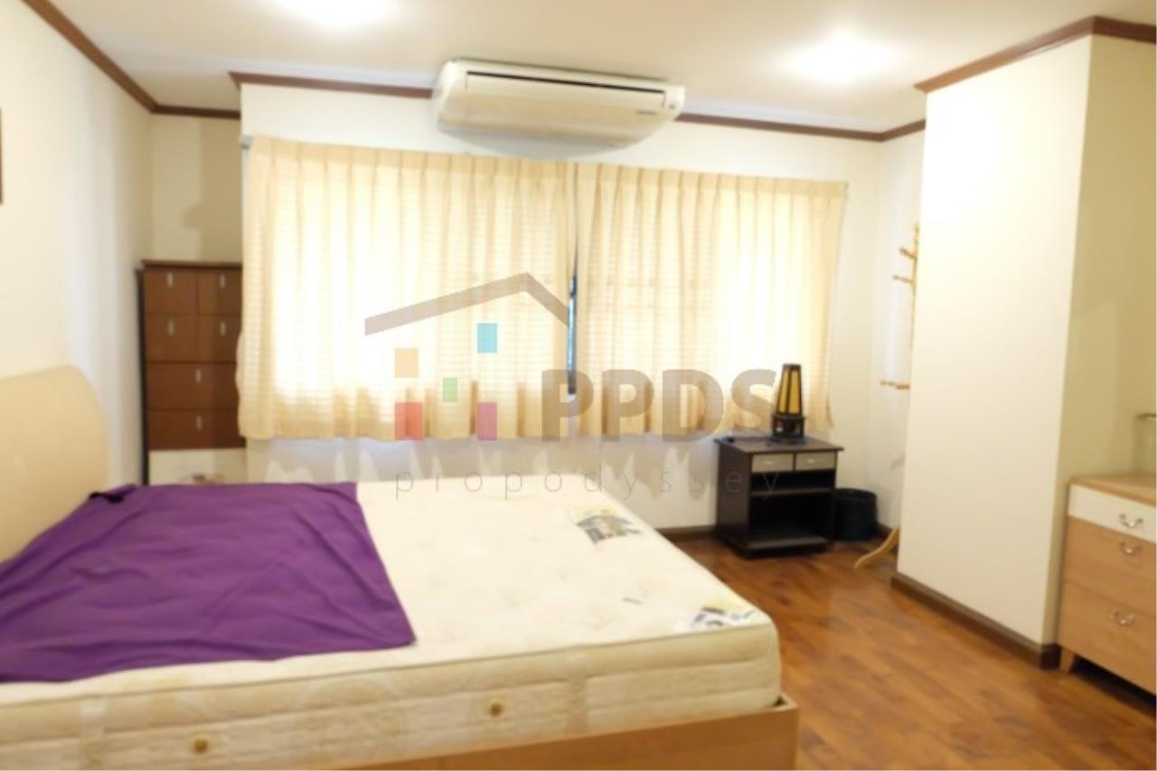 Propodyssey Agency's Nice room for rent at Sukhumvit soi 26 5