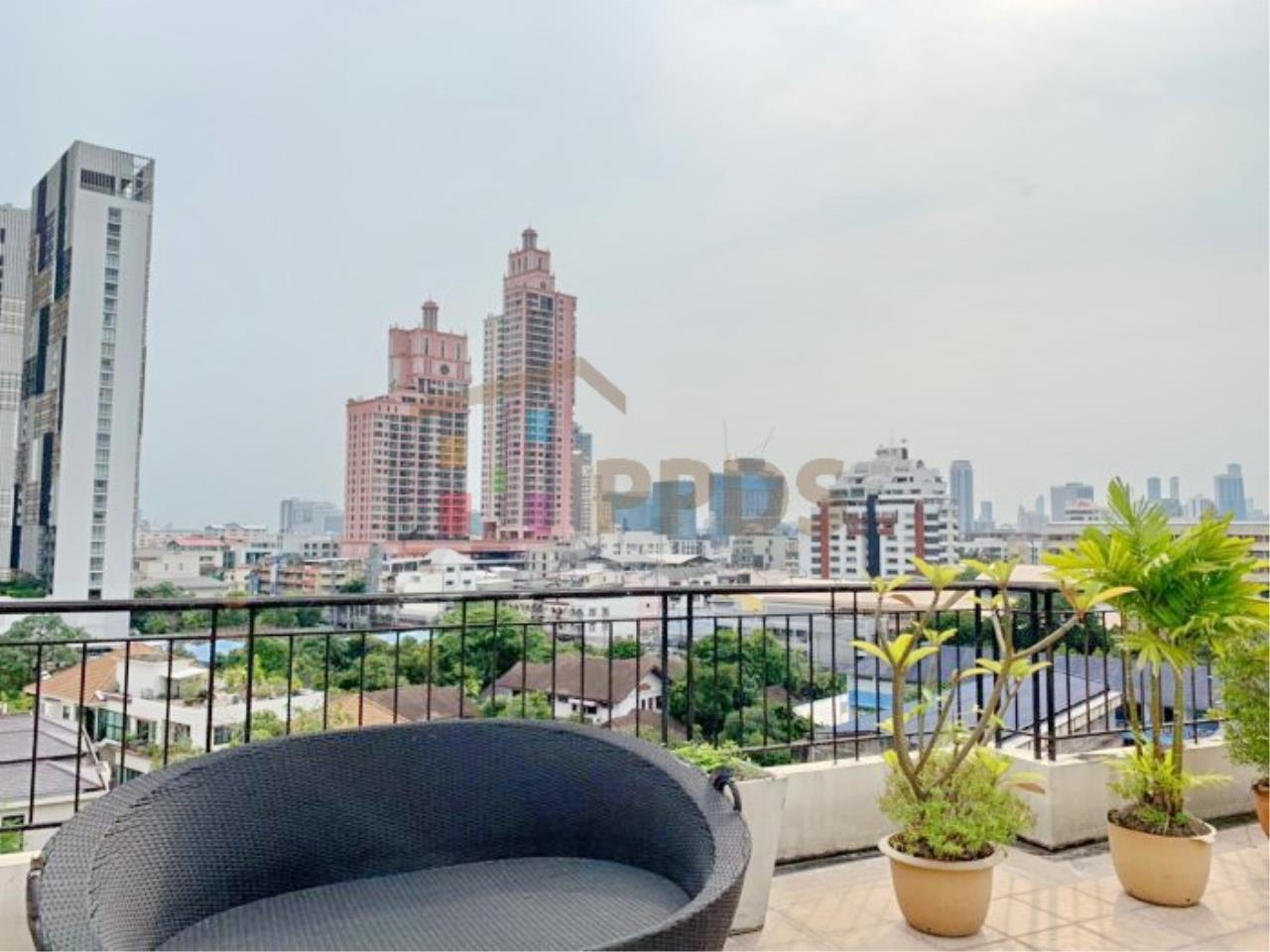 Propodyssey Agency's Low rise condo for rent walking distance to BTS Prompong 13