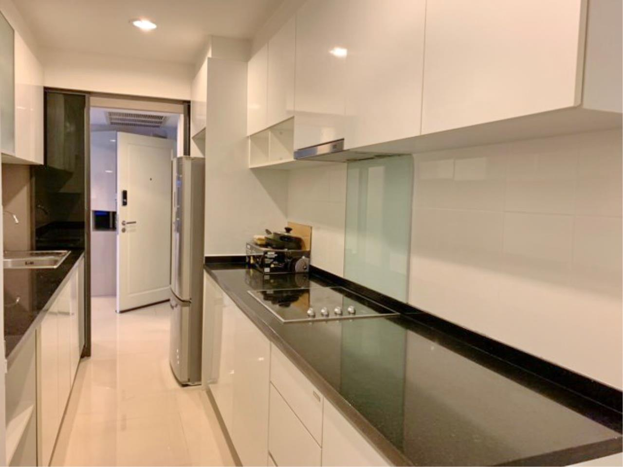 Propodyssey Agency's Nice 2 bedrooms for rent at Sukhumvit 24 close to BTS Prompong 8