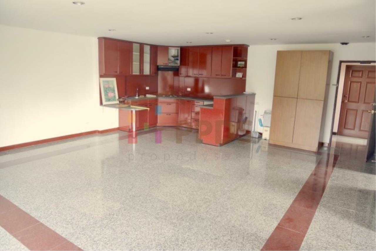 Propodyssey Agency's 2 bedrooms condo for sale on Sukhumvit 49 only 5.6 MB ! 1