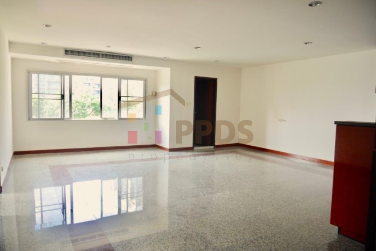 Propodyssey Agency's 2 bedrooms condo for sale on Sukhumvit 49 only 5.6 MB ! 2