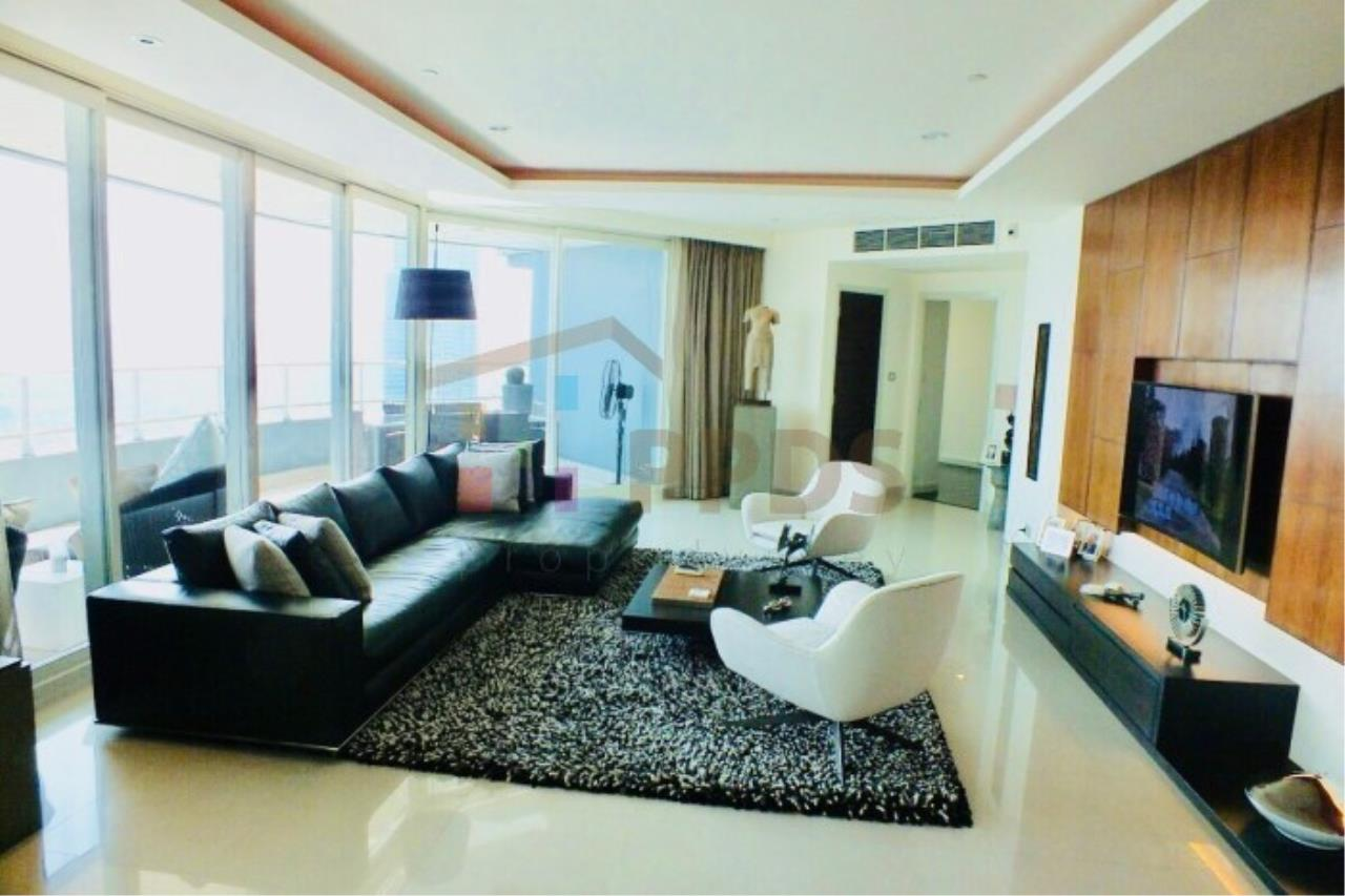 Propodyssey Agency's 4 bedrooms with incredible River and City View at WATERMARK CHAOPHRAYA RIVER 1