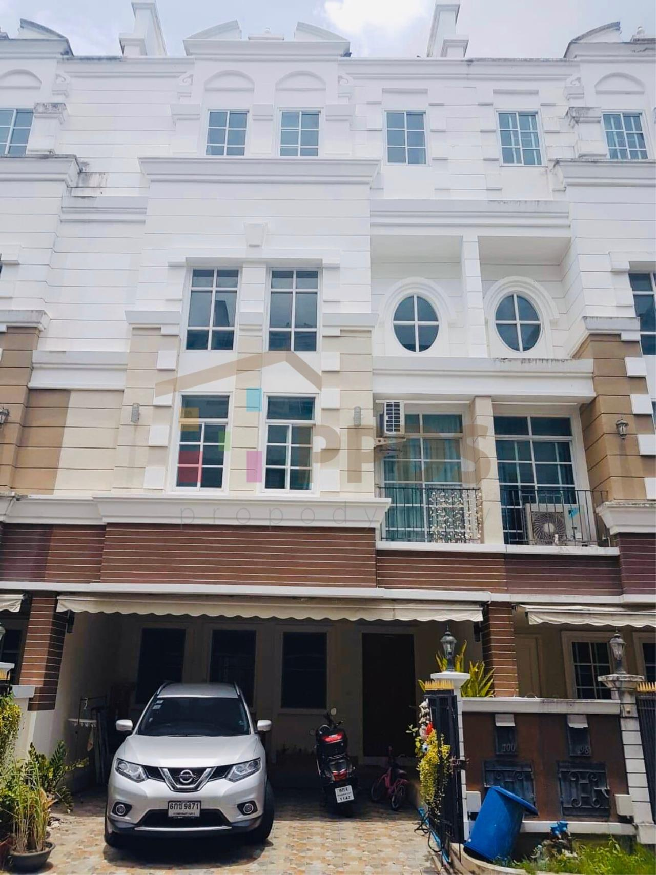 Propodyssey Agency's Specious 4 bedrooms townhouse for sale with tenant at Sukhumvit 101/1 - Punnawithi 1