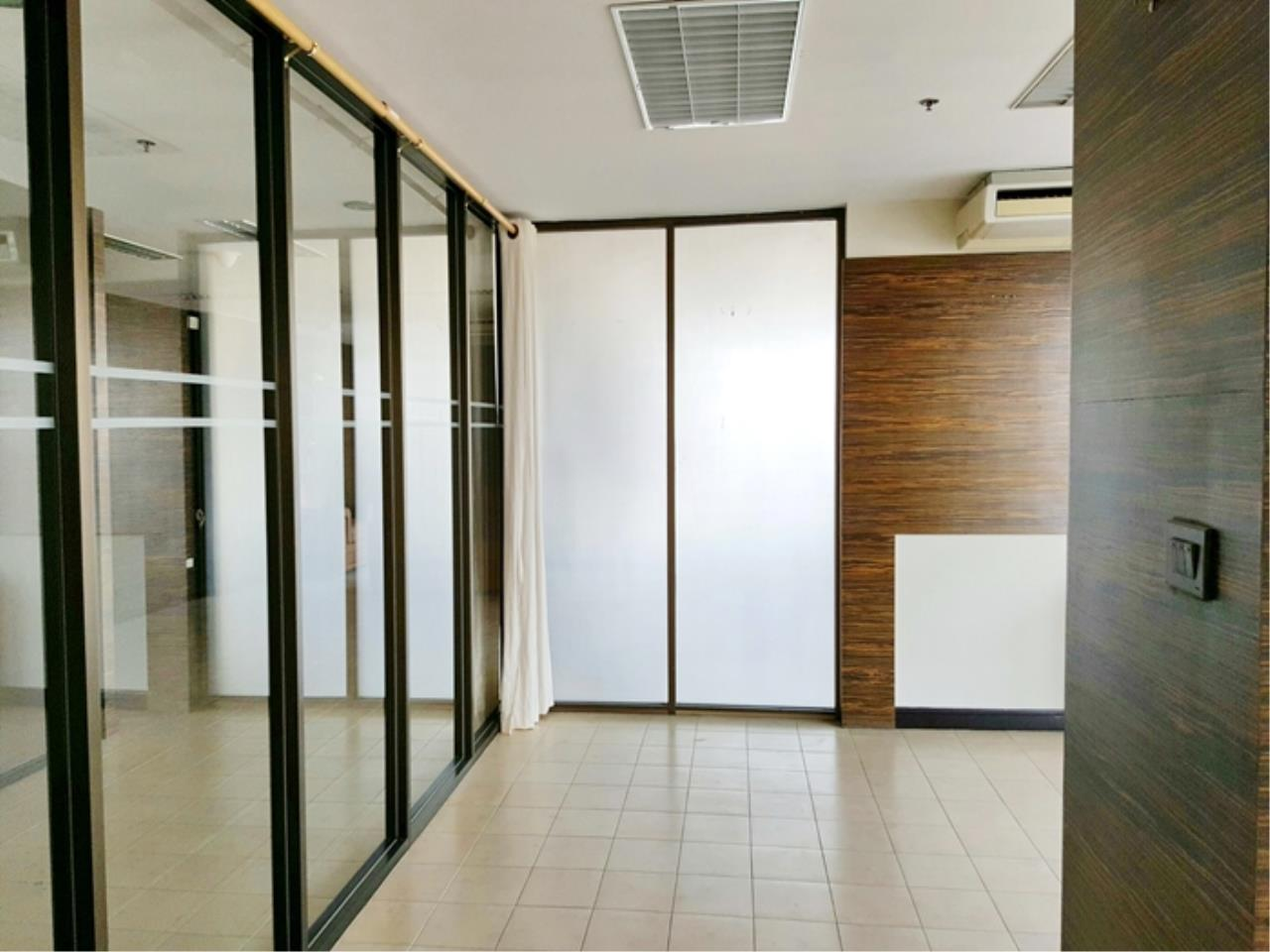3Q Properties Co.,Ltd. Agency's Room for Sale! State Tower skyscraper, near BTS SaphanTaksin, Tollway 6