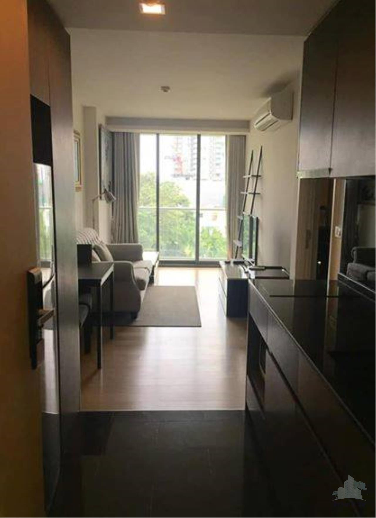 Smart Asset Management Agency's Best Unit!! For Sell & Rent  Via 49 near BTS thonglor /   1 bedroom  1 bathroom   49.66 sq.m.   3