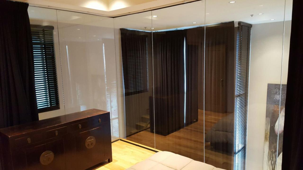 Edman & Partners Co.,Ltd. Agency's Renovated Luxury Duplex Unit for rent at The Emporio Place Condominium. 31