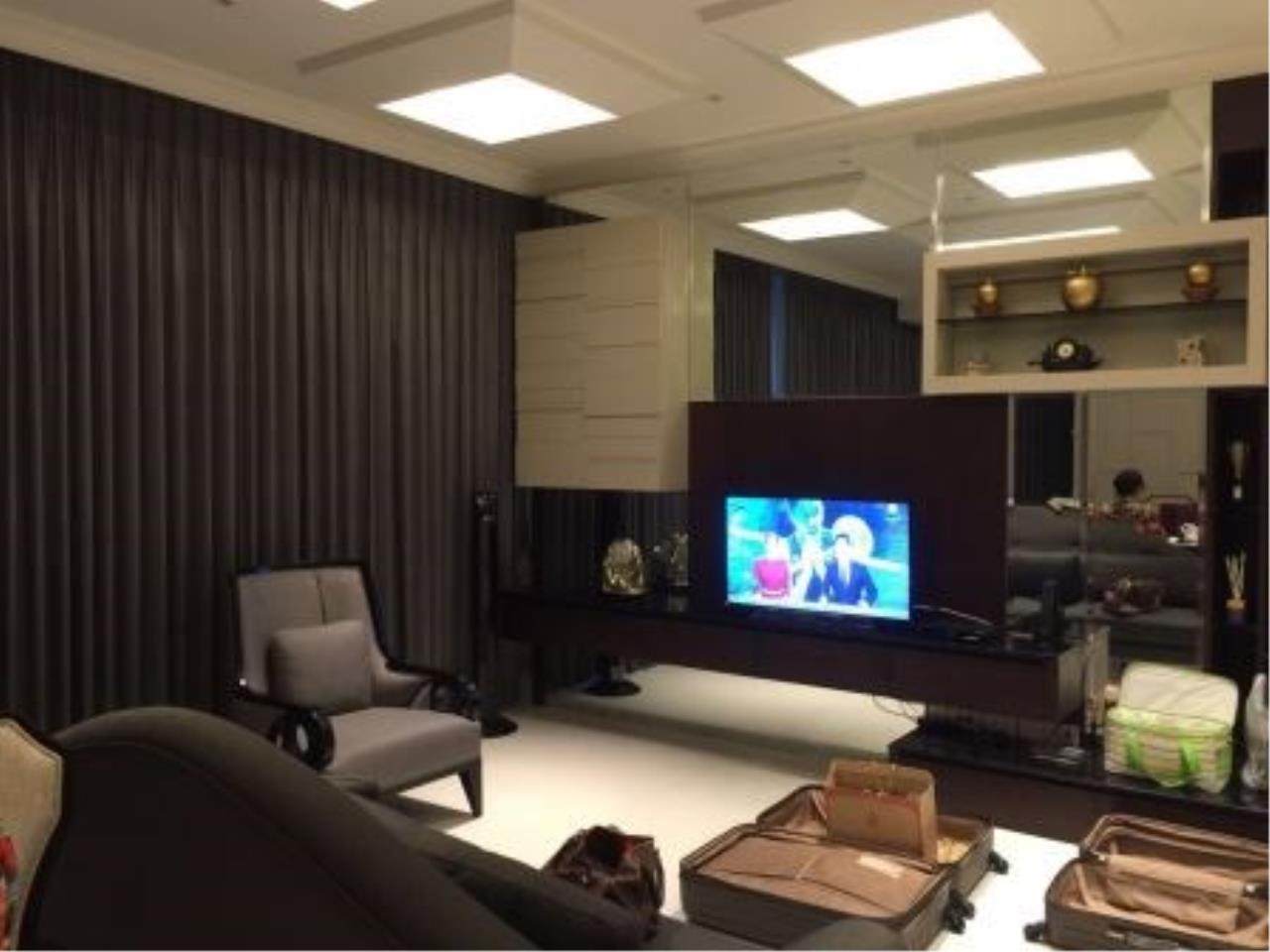 Edman & Partners Co.,Ltd. Agency's Royce Private Residences 1