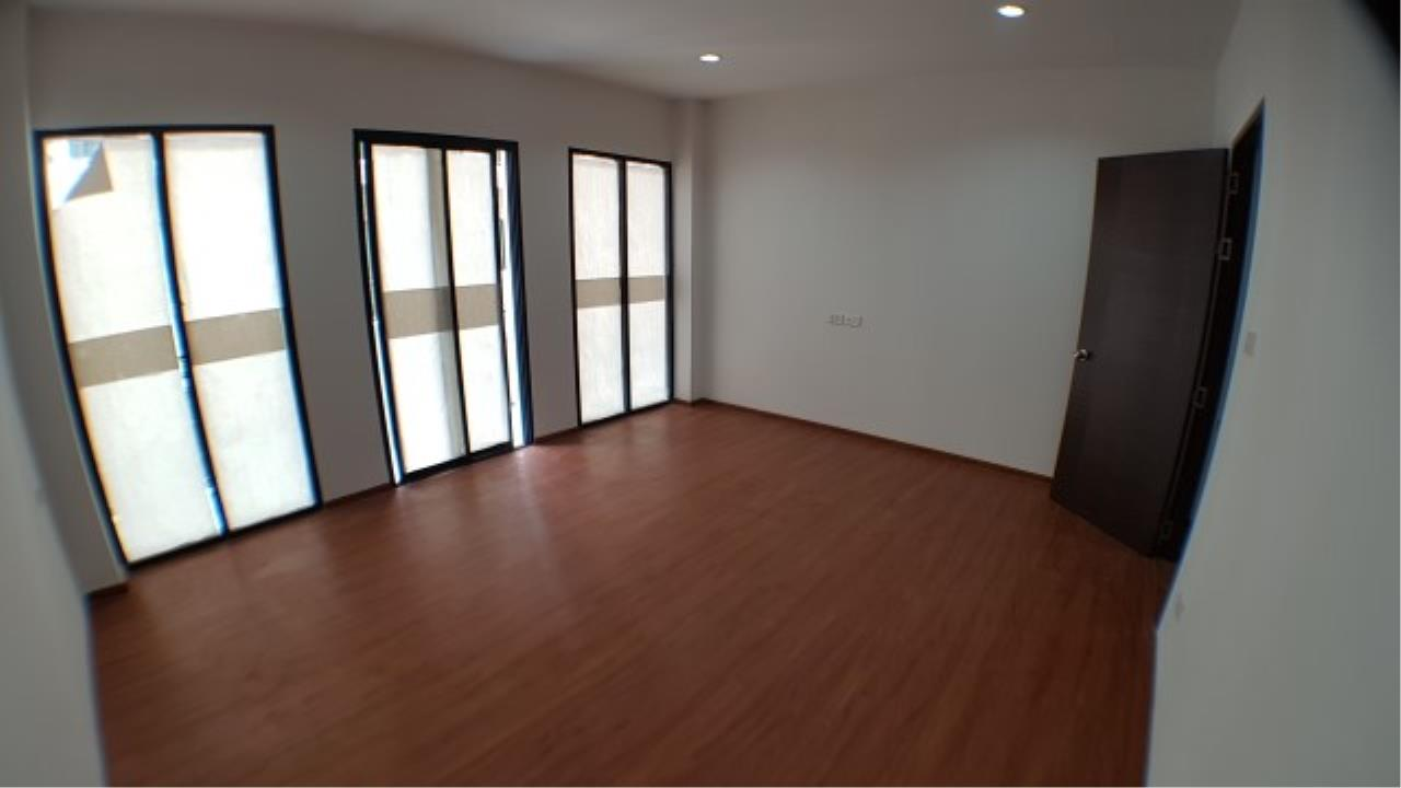 Edman and Partners Co.,Ltd Agency's For rent: Townhome Sriyarn, 295 sqm. , dusit district 7