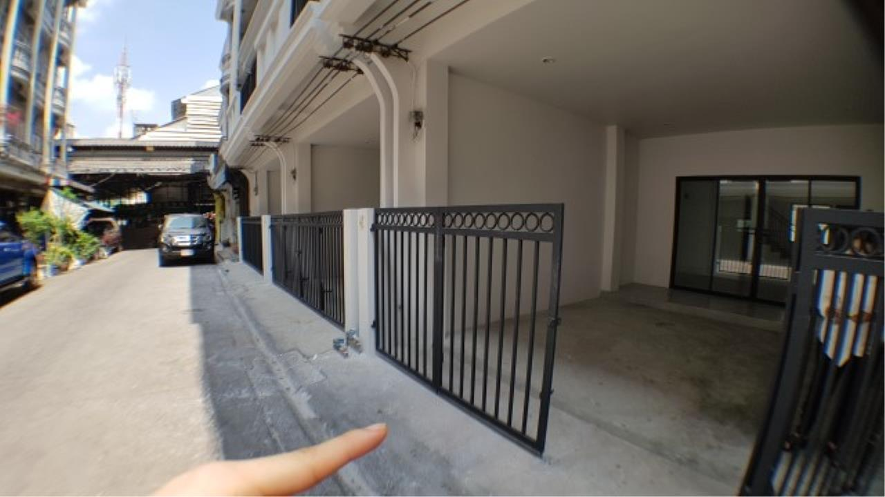 Edman and Partners Co.,Ltd Agency's For rent: Townhome Sriyarn, 295 sqm. , dusit district 3