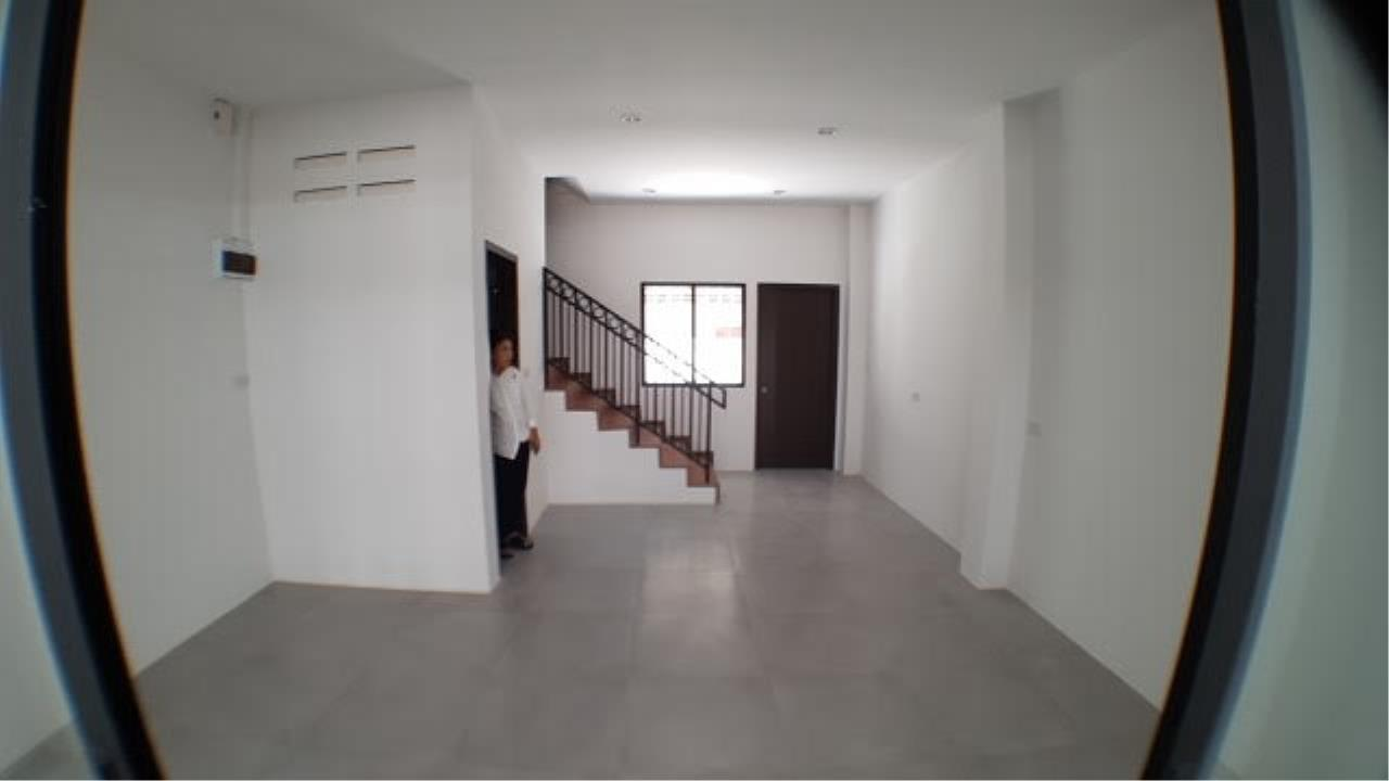 Edman & Partners Co.,Ltd. Agency's townhouse for rent at Sri-Yarn Market area  -40,000 baht/month 6