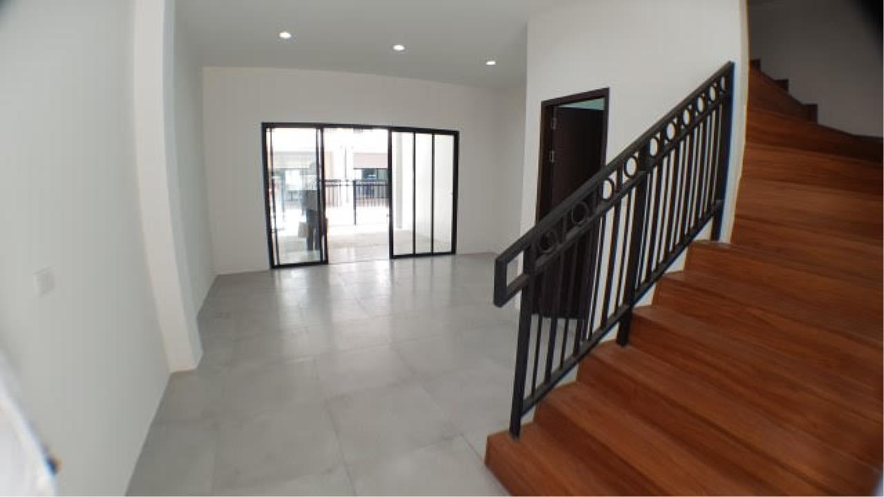 Edman & Partners Co.,Ltd. Agency's townhouse for rent at Sri-Yarn Market area  -40,000 baht/month 7