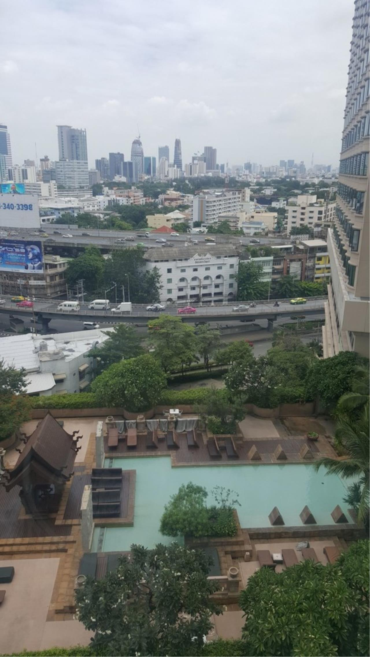 Agent - Thitiporn Sriboola Agency's Chewathai Ratchaprarop, high rise condo for rent. Near Victory Monument 900 m / 4 minutes by car 6