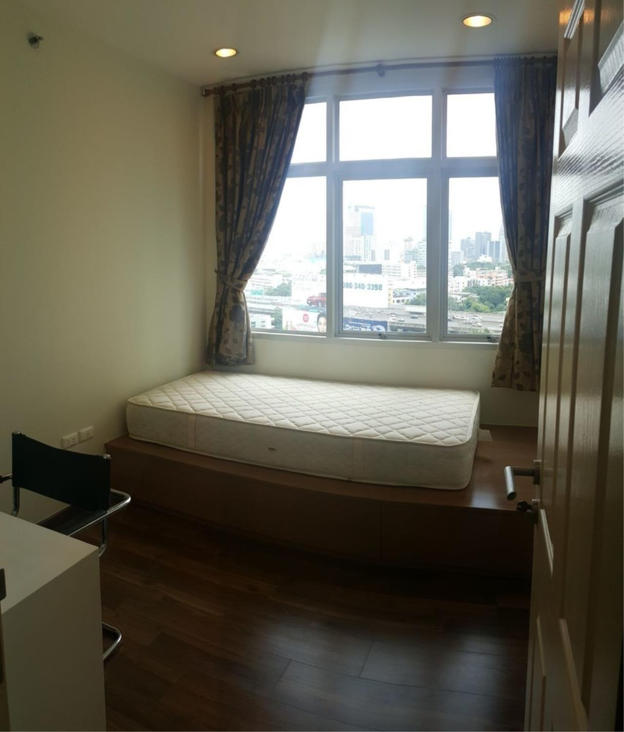 Agent - Thitiporn Sriboola Agency's Chewathai Ratchaprarop, high rise condo for rent. Near Victory Monument 900 m / 4 minutes by car 2