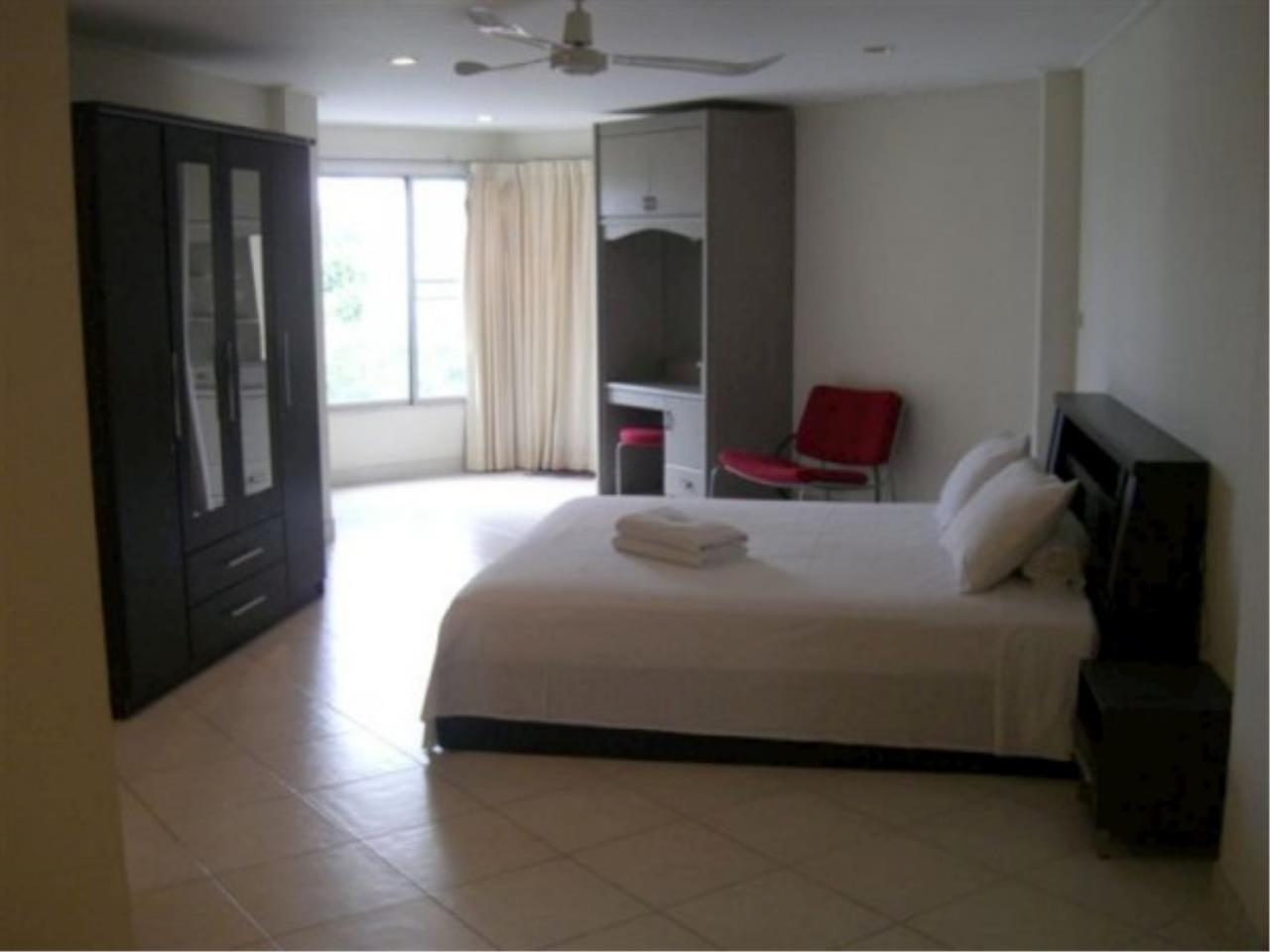 RE/MAX Town & Country Property Agency's Beautiful condo near the beach 6