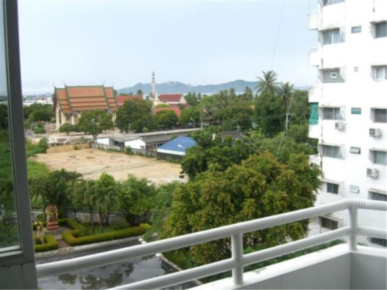 RE/MAX Town & Country Property Agency's Beautiful condo near the beach 7