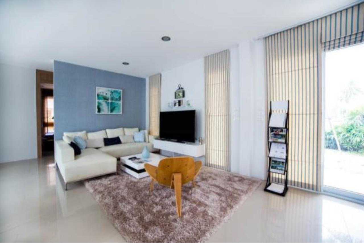 RE/MAX Town & Country Property Agency's Modern style 3 bedroom villa 3
