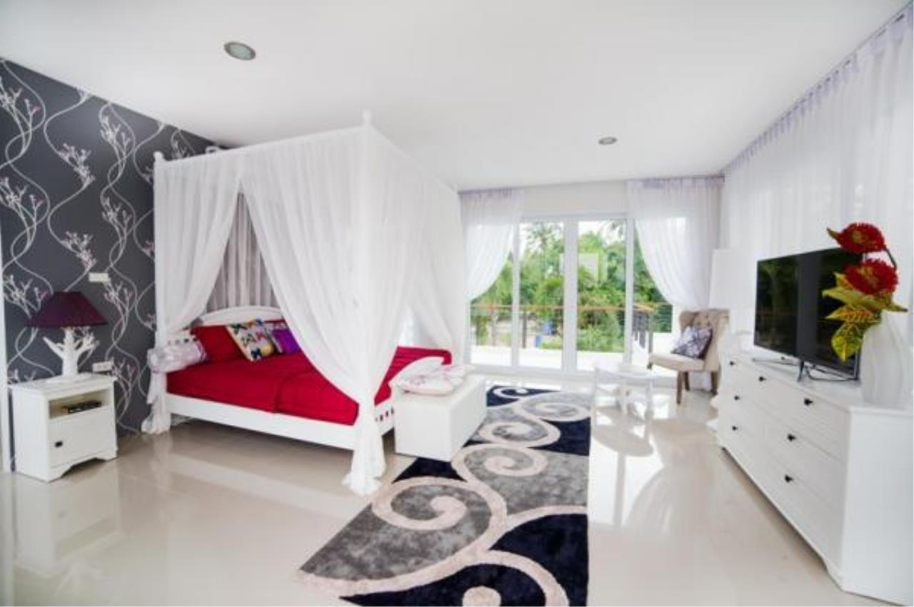 RE/MAX Town & Country Property Agency's Modern style 5 bedroom villa 5