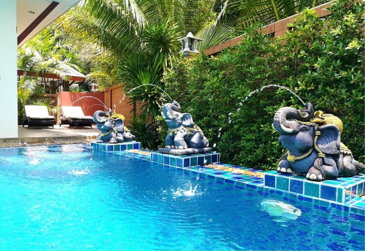 RE/MAX Town & Country Property Agency's Pool Villa House 2