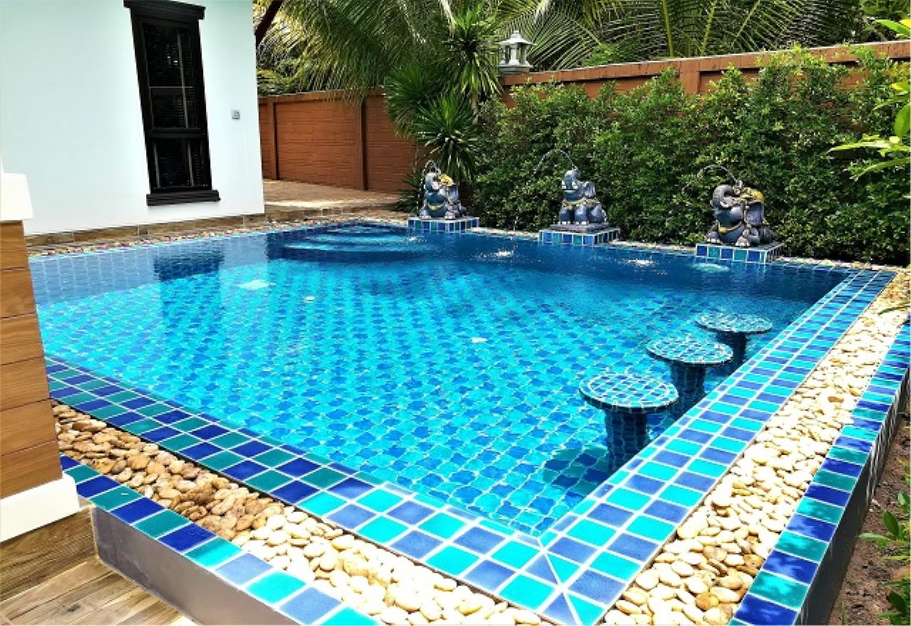 RE/MAX Town & Country Property Agency's Pool Villa House 3