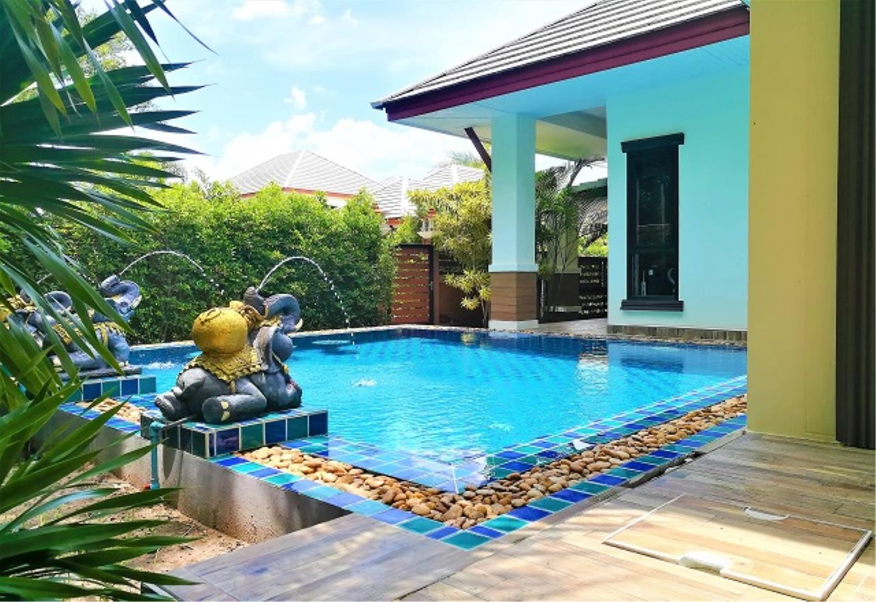 RE/MAX Town & Country Property Agency's Pool Villa House 4