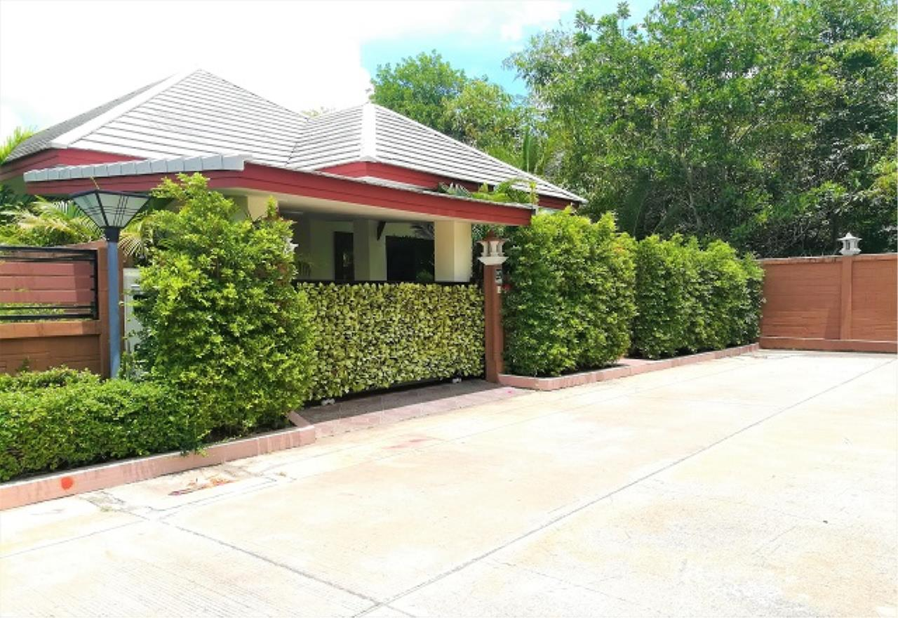 RE/MAX Town & Country Property Agency's Pool Villa House 6