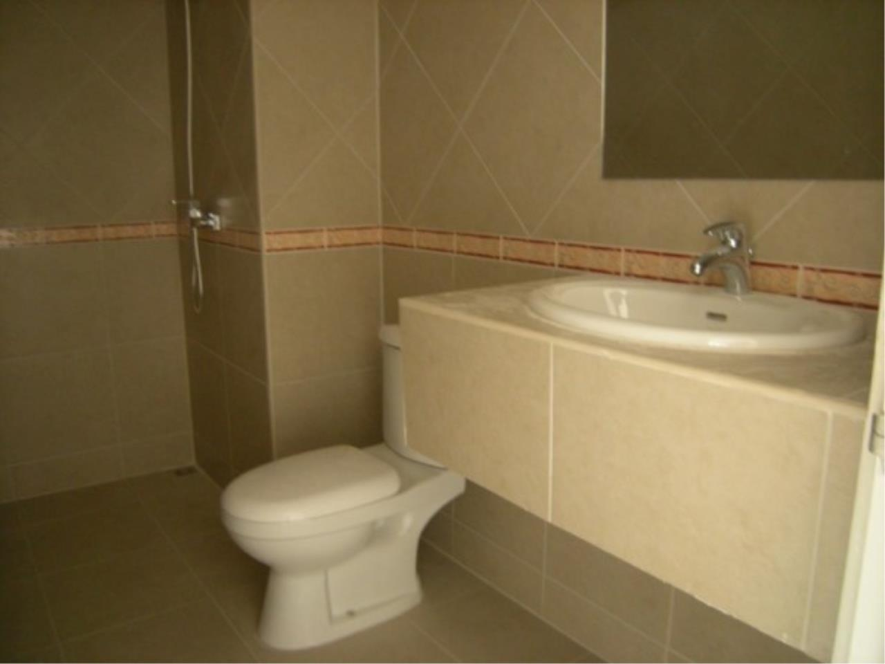 RE/MAX Town & Country Property Agency's Bang Saray studio for sale. 4