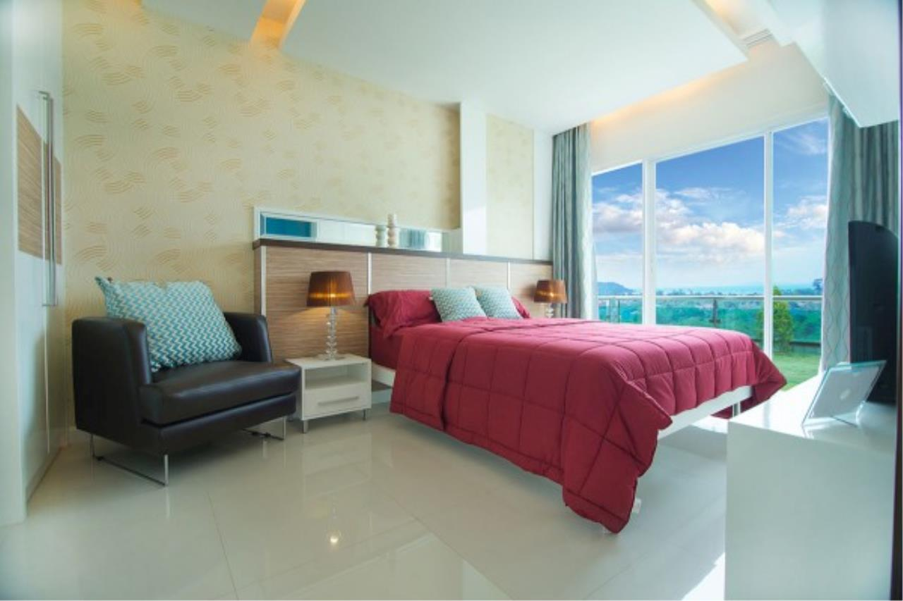 RE/MAX Town & Country Property Agency's Luxurious condo in Bang Saray 1
