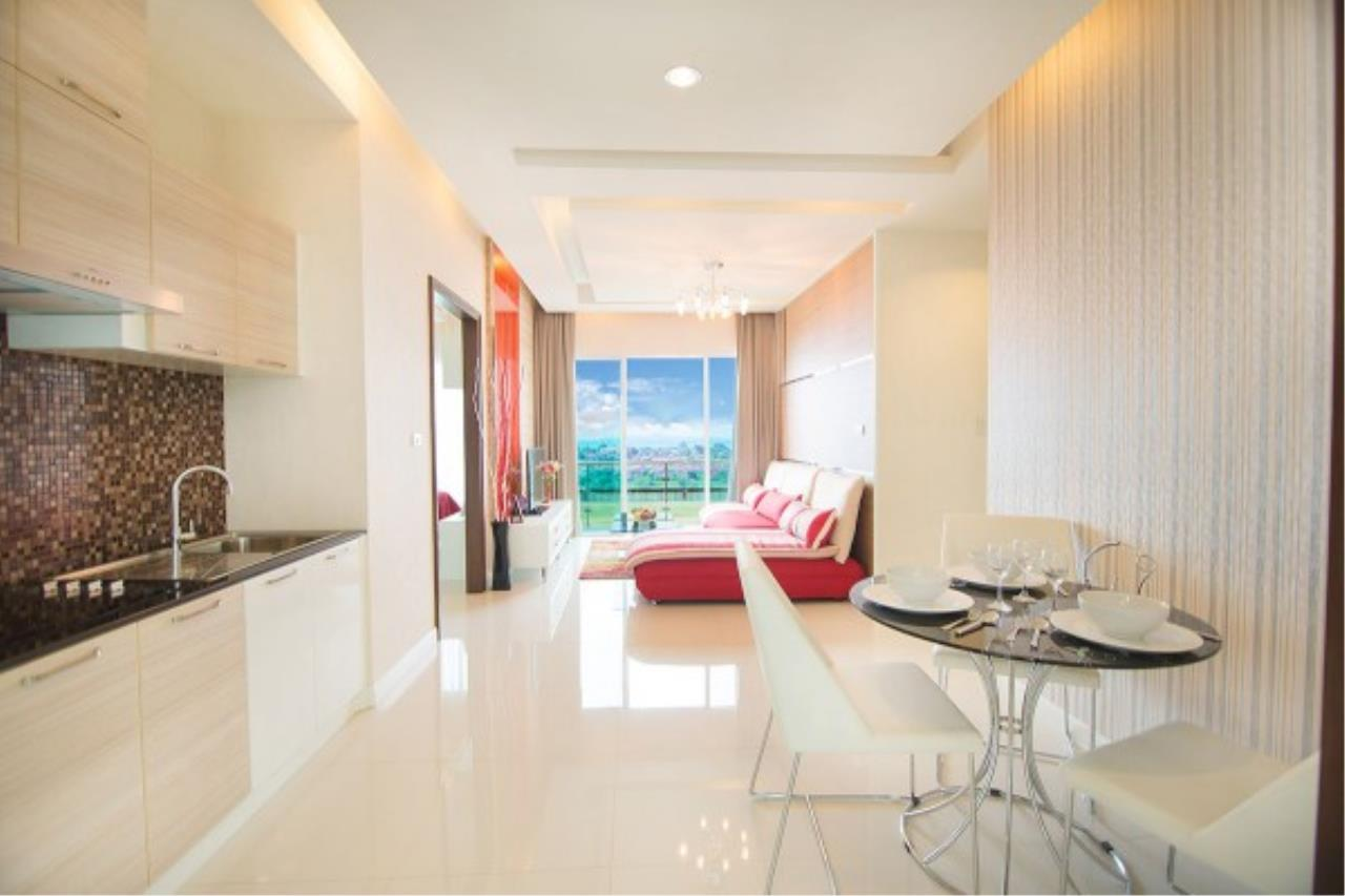 RE/MAX Town & Country Property Agency's Luxurious condo in Bang Saray 3