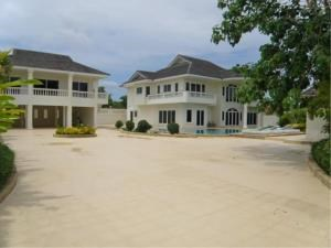 RE/MAX Town & Country Property Agency's Impressive pool-villa near the beach 3