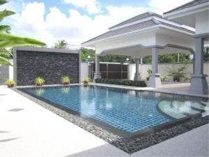 RE/MAX Town & Country Property Agency's Luxury House pool Villa for sale in Bang Saray 2