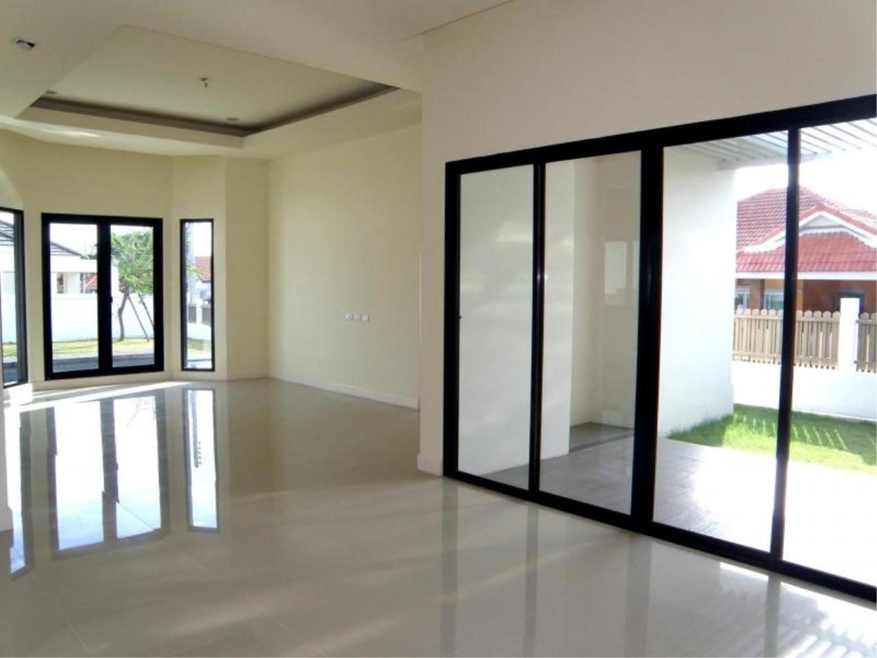 RE/MAX Town & Country Property Agency's 3 Bedrooms for sale in Bang Saray 11