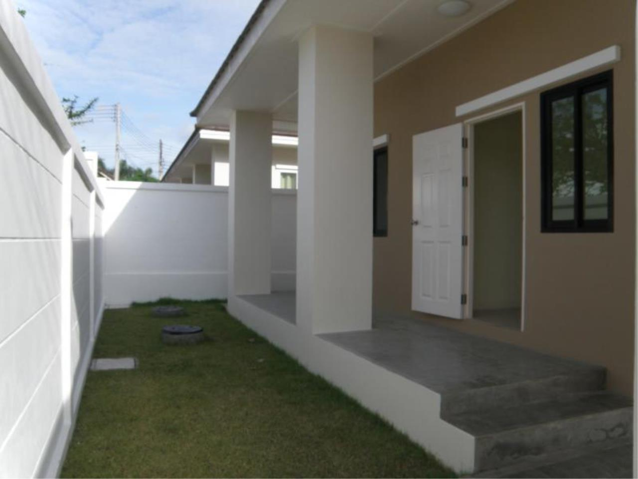 RE/MAX Town & Country Property Agency's 3 Bedrooms for sale in Bang Saray 4