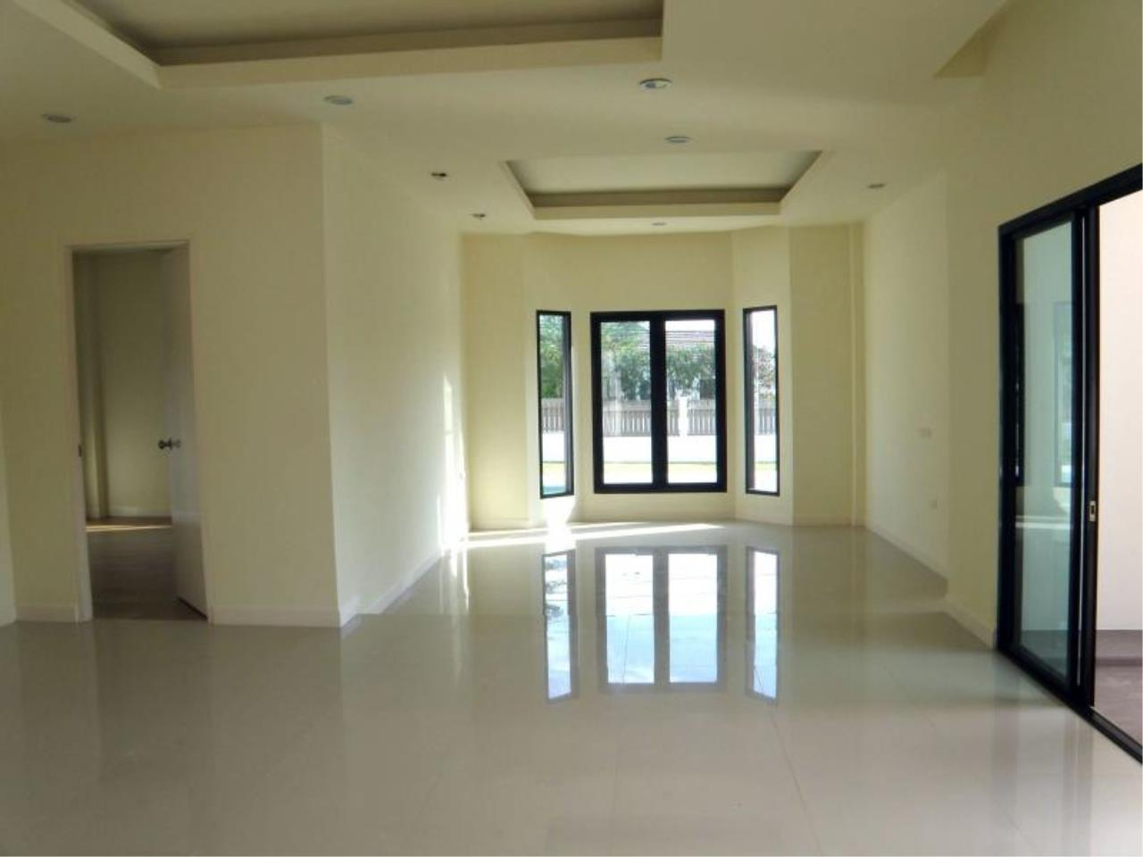 RE/MAX Town & Country Property Agency's 3 Bedrooms for sale in Bang Saray 5