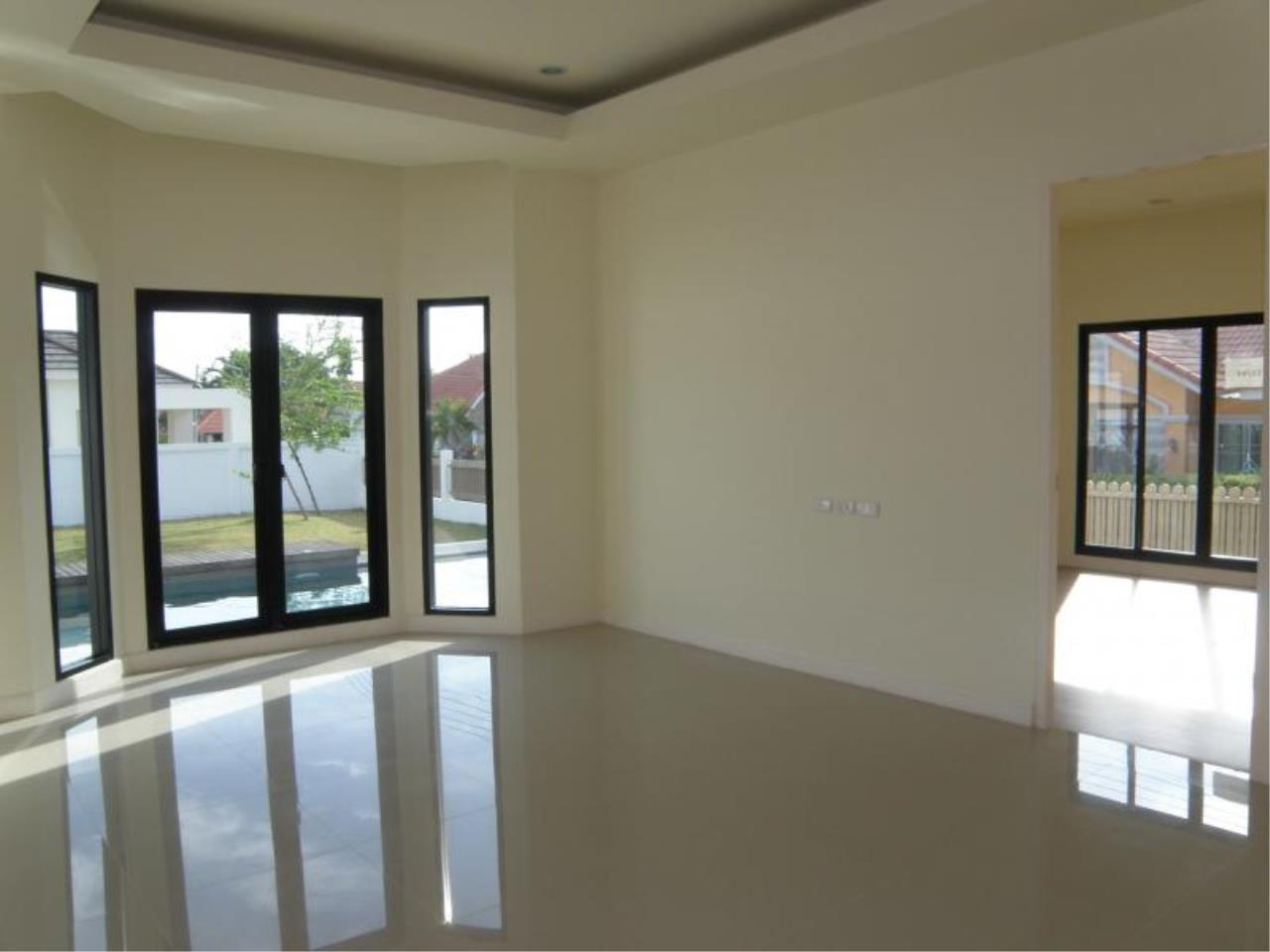 RE/MAX Town & Country Property Agency's 3 Bedrooms for sale in Bang Saray 8
