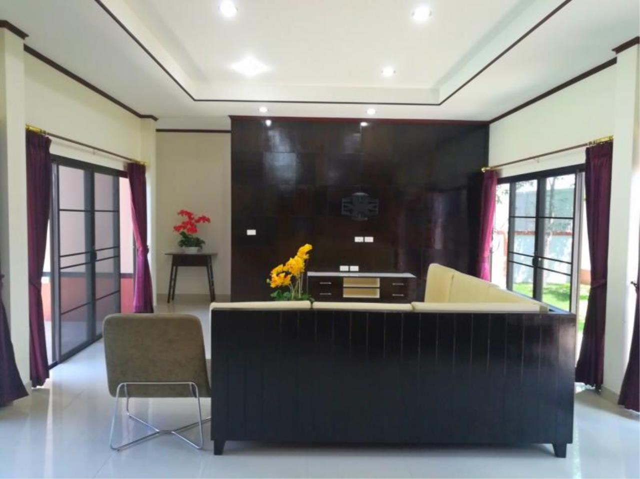 RE/MAX Town & Country Property Agency's Beautiful 3 bedroom house for sale 5