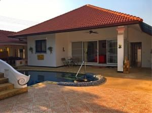 RE/MAX Town & Country Property Agency's 3 Bedroom house in Bang Saray 1