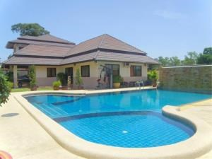 RE/MAX Town & Country Property Agency's House with private pool 2