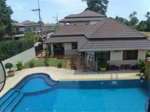 RE/MAX Town & Country Property Agency's House with private pool 3