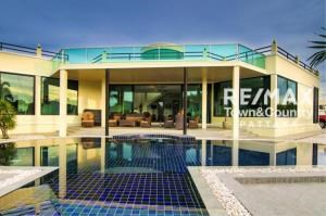 RE/MAX Town & Country Property Agency's Silver Lake Pool-Villa MUST SELL 1