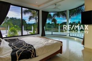 RE/MAX Town & Country Property Agency's Silver Lake Pool-Villa MUST SELL 11