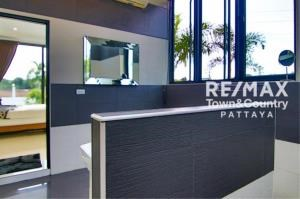 RE/MAX Town & Country Property Agency's Silver Lake Pool-Villa MUST SELL 12