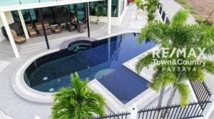 RE/MAX Town & Country Property Agency's Silver Lake Pool-Villa MUST SELL 2