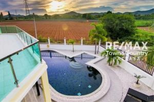 RE/MAX Town & Country Property Agency's Silver Lake Pool-Villa MUST SELL 3
