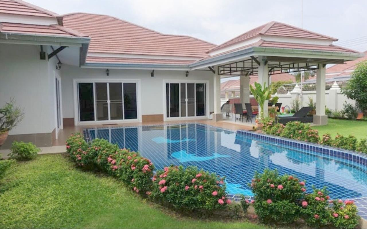 RE/MAX Town & Country Property Agency's Beautiful house for sale in Bang Saray 1