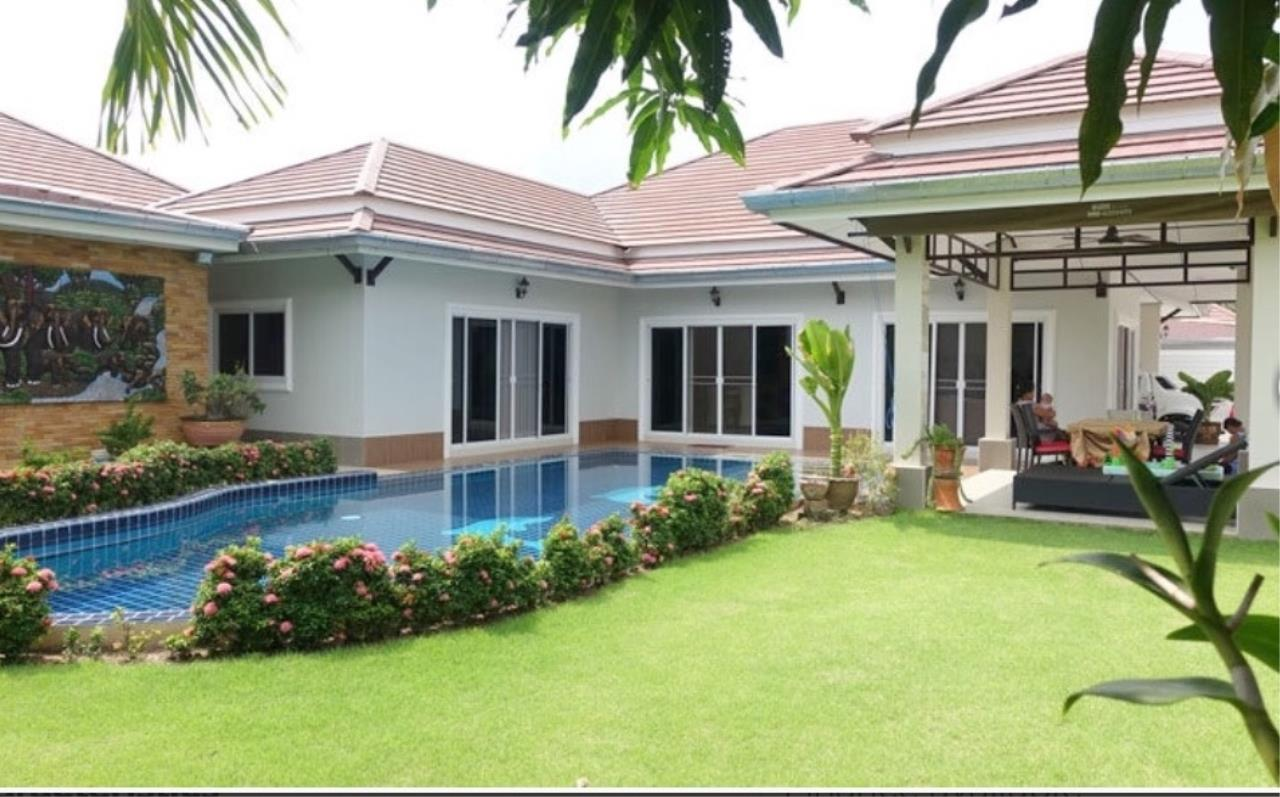 RE/MAX Town & Country Property Agency's Beautiful house for sale in Bang Saray 2