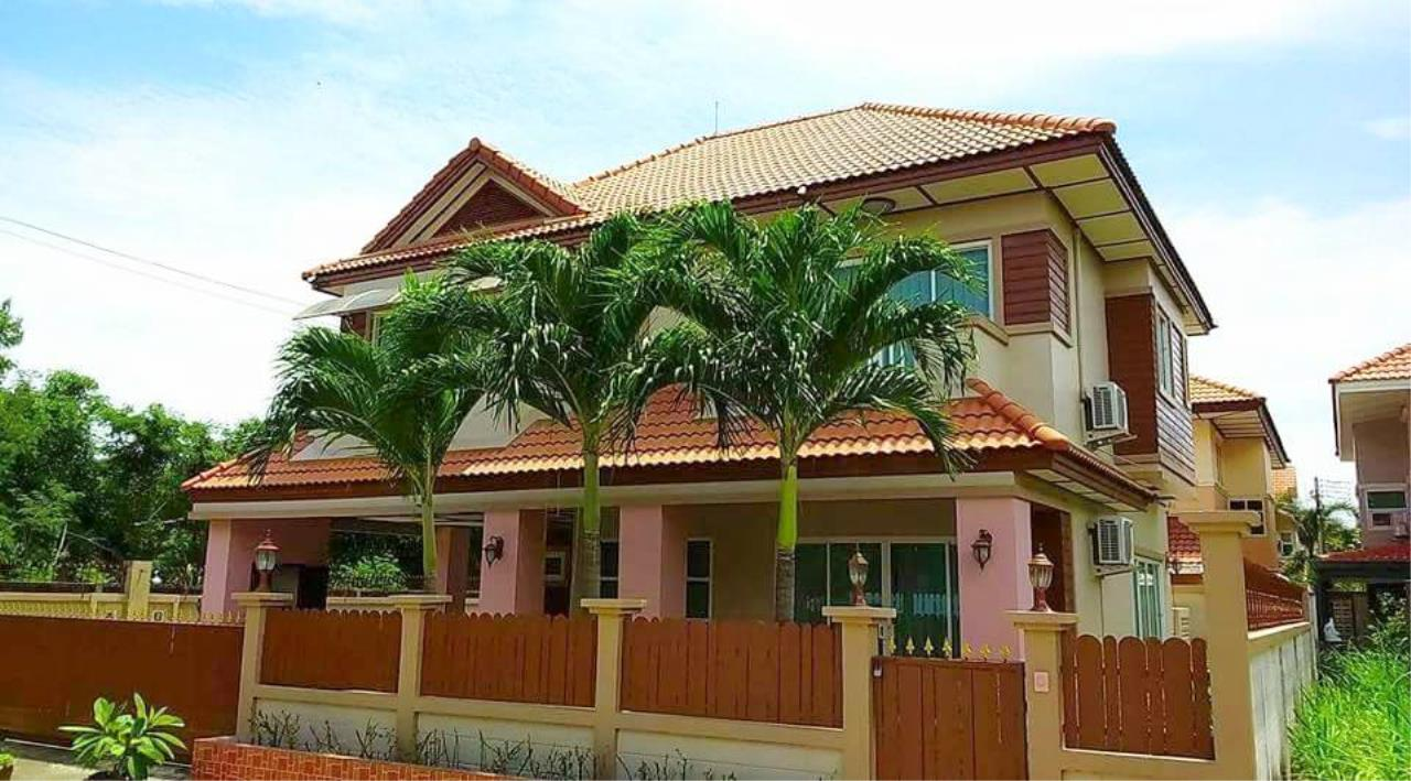 RE/MAX Town & Country Property Agency's 3 Bedrooms house in Bang saray 1