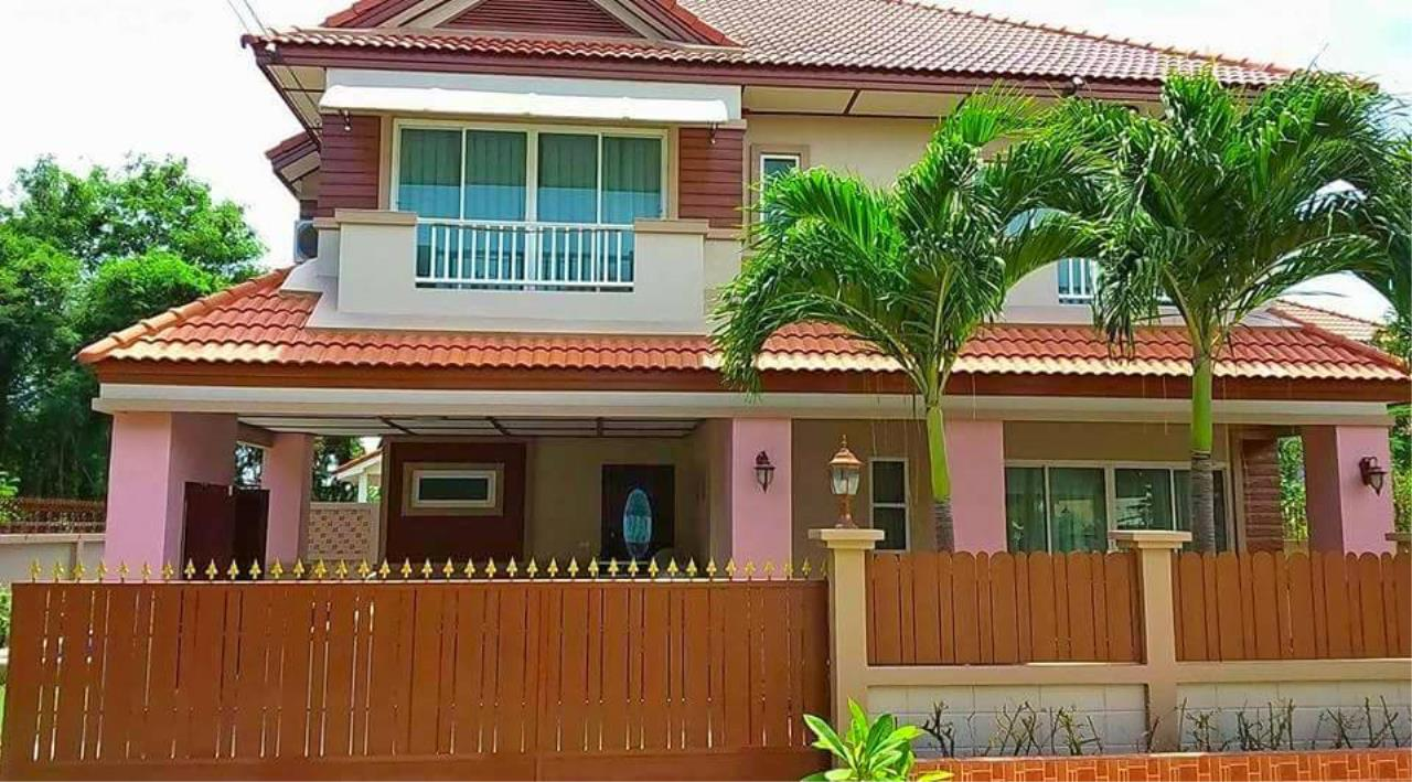 RE/MAX Town & Country Property Agency's 3 Bedrooms house in Bang saray 2