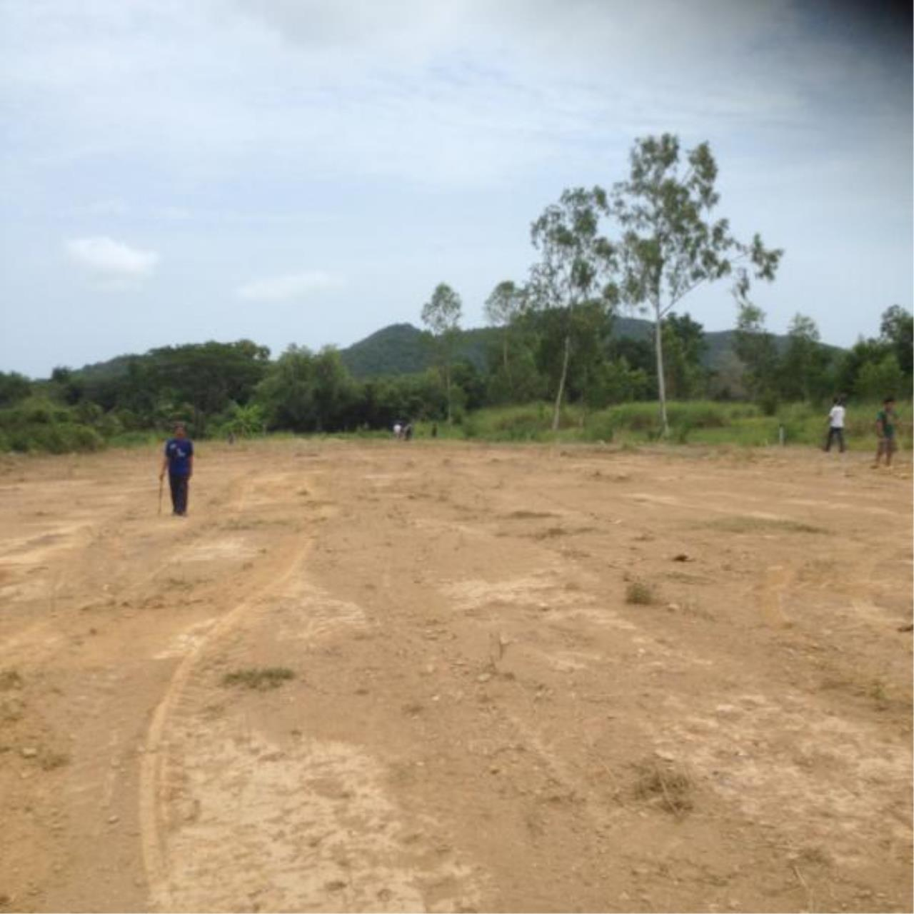 RE/MAX Town & Country Property Agency's Land for sale Bangsarey 3